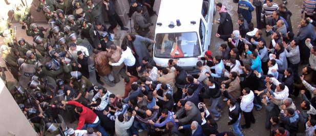 Imagen del 7 de enero de 2010. Por los disparos de un hombre armado contra un grupo de fieles que habían participado en las celebraciones de la Navidad copta