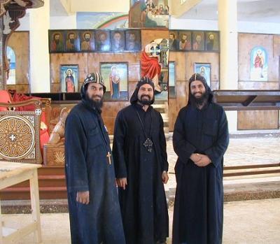 Monjes en Abú Fana antes de la quema del monasterio